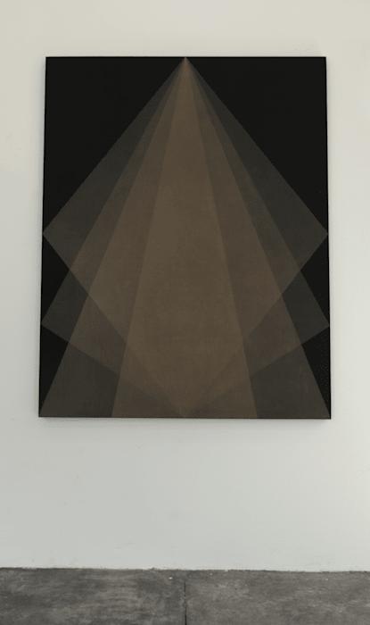 Veladura Iridiscente (Pendiente) by Gonzalo Lebrija