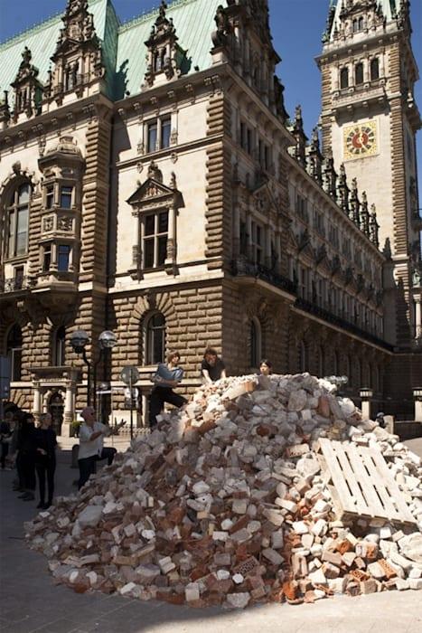 Aùn no somos escombros (We are not rubble yet) by Regina José Galindo