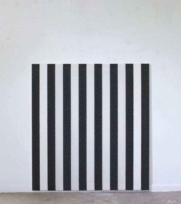 Peinture vinylique blanche sur tissu rayé blanc et noir by Daniel Buren