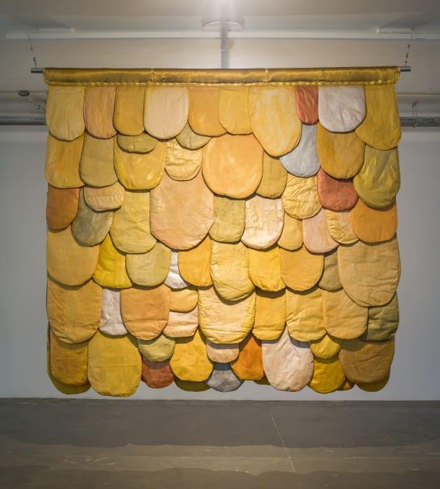 Línguas Douradas by Leda Catunda