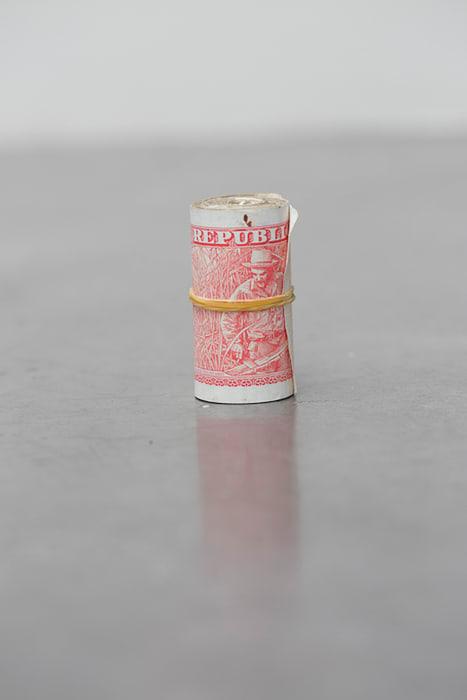 Dinero rojo (Red Money) by Wilfredo Prieto