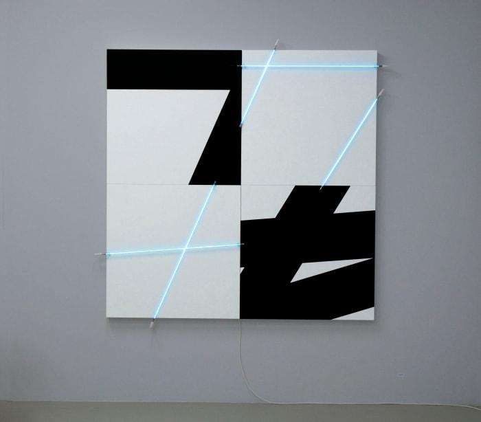 5 lignes au hasard (π) en peinture et en néon n°9 by François Morellet