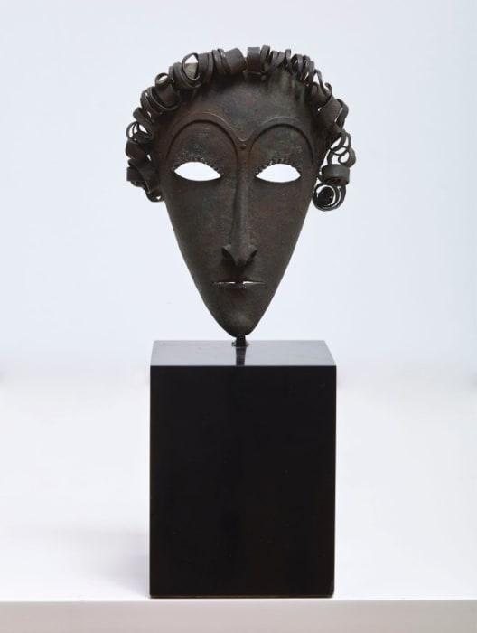Masque de jeune homme aux cheveux bouclès by Pablo Gargallo