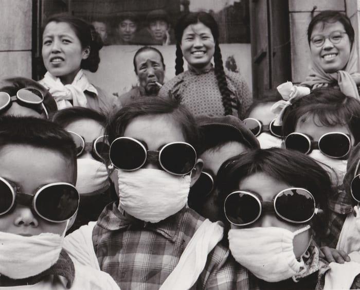 Shenyang (Chine), ex-Moukden, sortie scolaire en plein vent du désert de Gobi by Agnès Varda