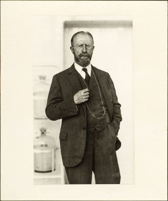 The doctor (Carl Robert Schlayer), 1929 by August Sander