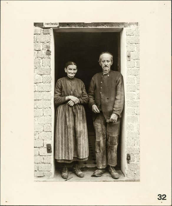 Farmers couple, approx. 1932 by August Sander