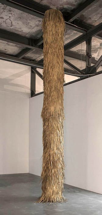 Feather column, courtesy Azul Jacinto Marino, by Rometti Costales