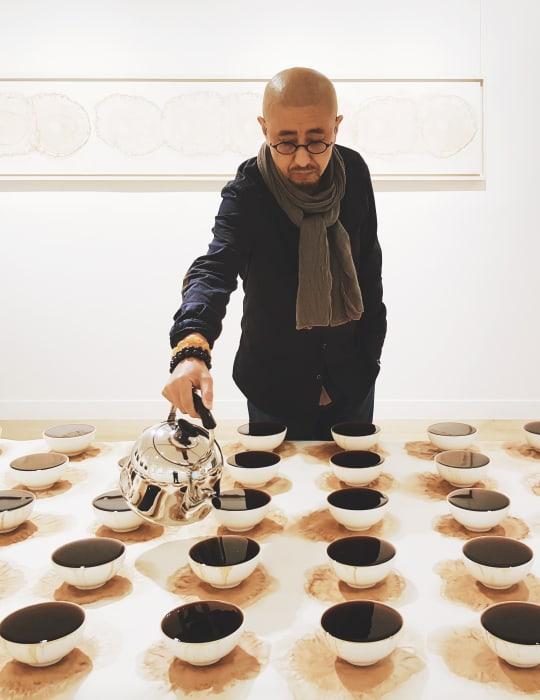 Tea Feeding 上茶 by Zhang Yu