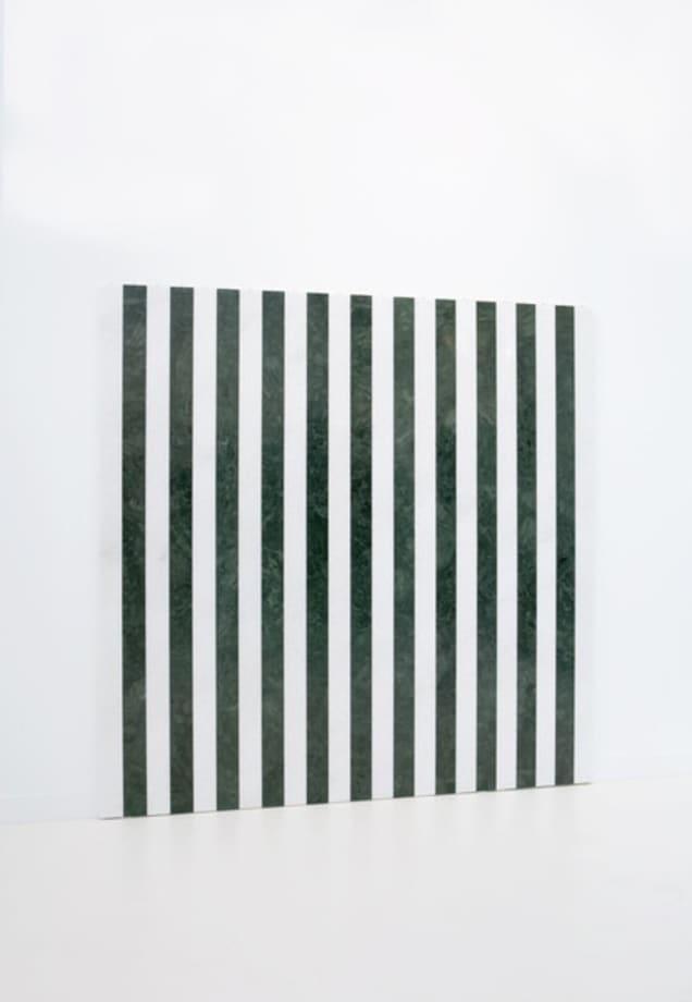 """Photo-souvenir : """"Marbre blanc luna d'Espagne / marbre vert du Rajasthan"""", travail situé"""" by Daniel Buren"""