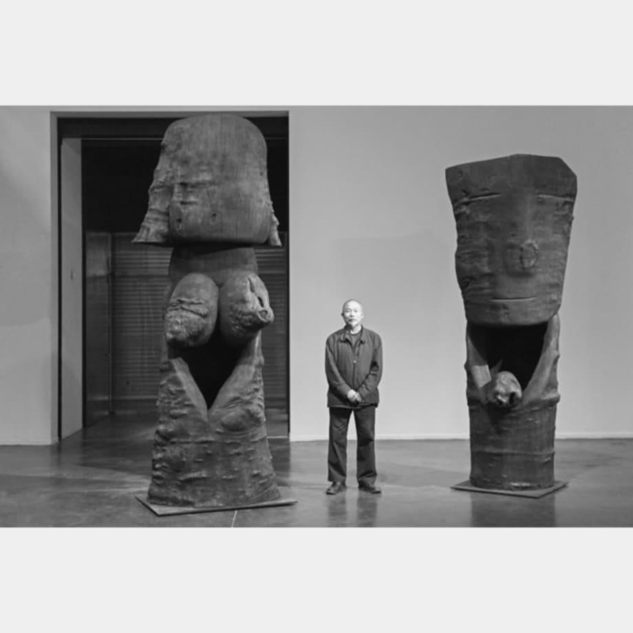 Les Spectateurs–Femme et Homme by Wang Keping