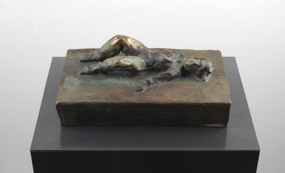 Liegende Frau by Thomas Schütte