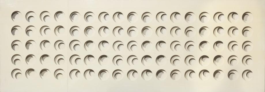 Intersuperficie curva bianca by Paolo Scheggi