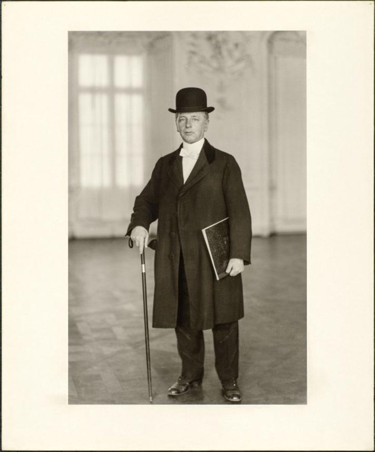 The pianist (Max van de Sandt), 1925 by August Sander