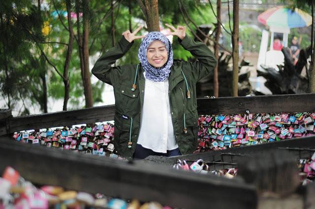 Spot Selfie Keren di Gembok Cinta Framhouse Lembang Bandung