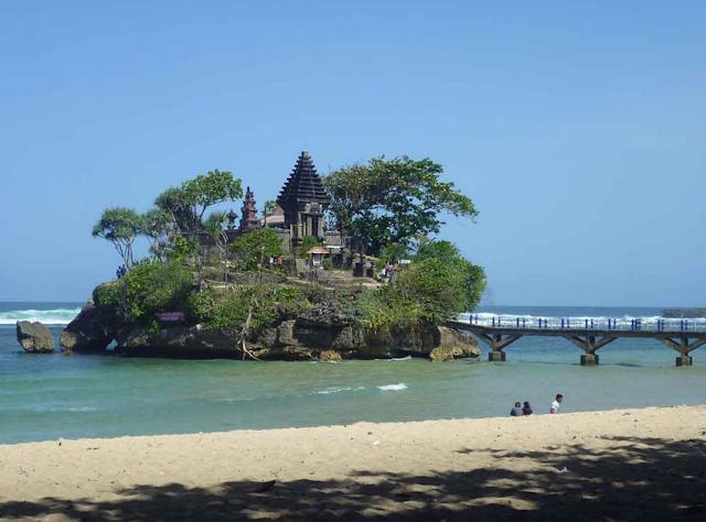 Tempat wisata pantai balekambang