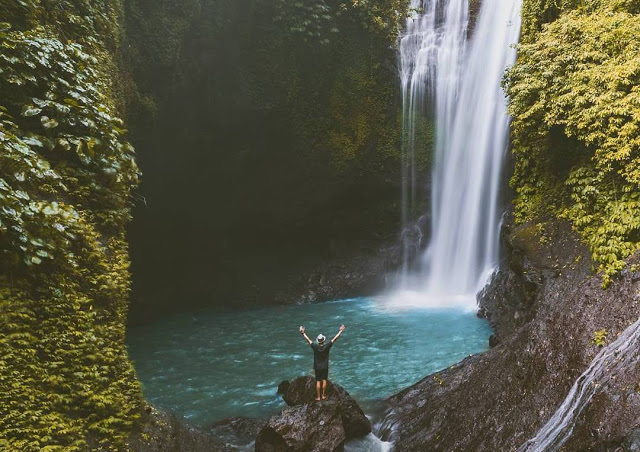 Tempat Wisata Selain Pantai di Bali yaitu Air Terjun Tembok Barak