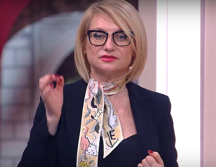«Дико модно!»: Канделаки прислушалась к совету Хромченко и надела джинсовую юбку «правильно»