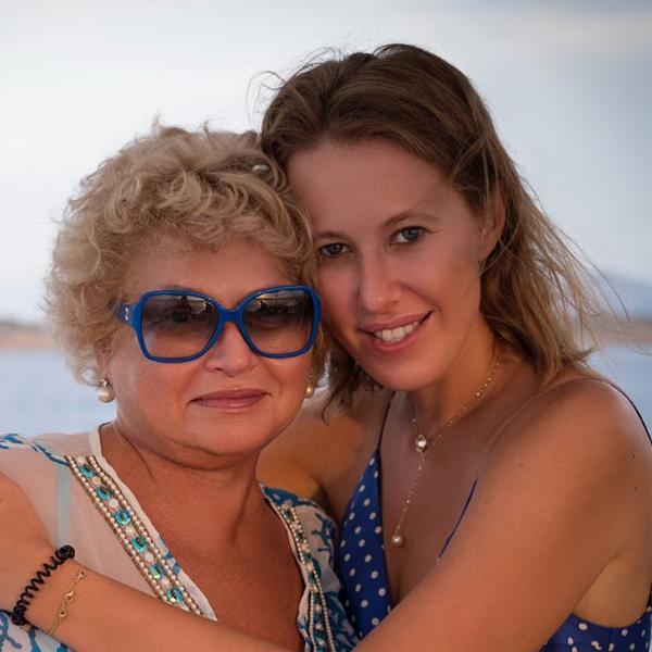 Мама Ксении Собчак была госпитализирована с подозрением на коронавирус