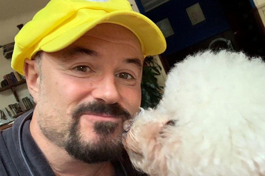 Певец Максим Леонидов задержан за прогулку с собакой