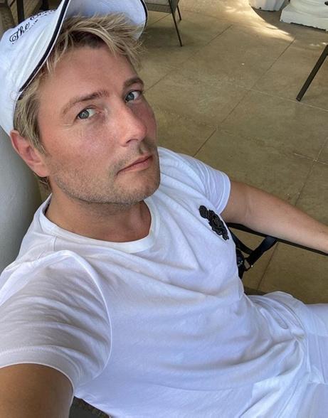 Николай Басков опубликовал в Сети детскую фотографию, на которой был еще «поросеночком»