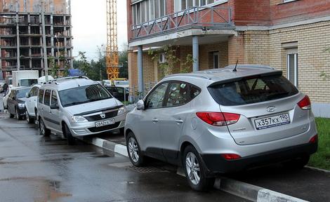 Автомобиль на тротуаре во дворе куда жаловаться