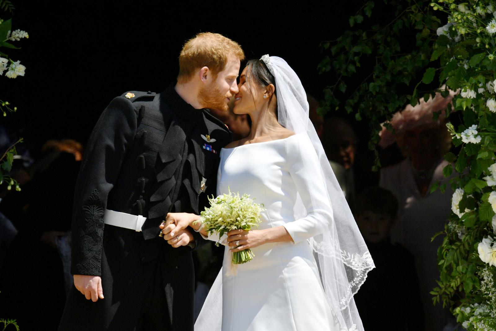 200 лимонов, 500 яиц и 150 роз: кондитеры рассказали о свадебном торте Меган Маркл и принца Гарри