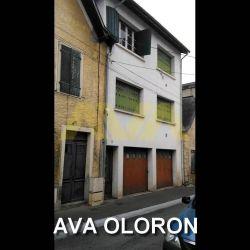 CENTRE D'OLORON IMMEUBLE A RENOVER