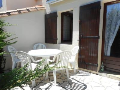 Maisonnette mitoyenne avec terrasse, parking, 400m plage Nauzan