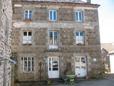 Maison de bourg typique du 19eme à 10mn des Estables