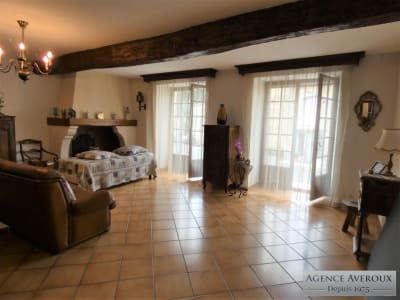 Lumineuse et spacieuse Maison avec terrasse et garage
