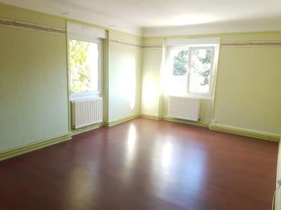 Appartement 3 pièces de 94 m² avec petit jardin.