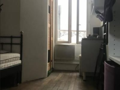 Paris 18 - 1 pièce(s) - 9.41 m2 - 1er étage