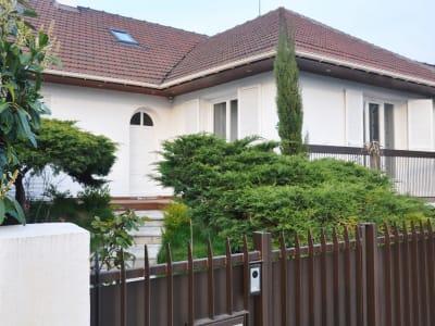 Maison Livry Gargan 7 pièce(s) 200.6 m2