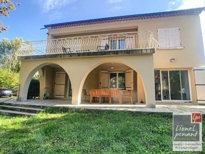 MAZAN, Aux abords des commodités Villa rénovée de type 7 sur  1