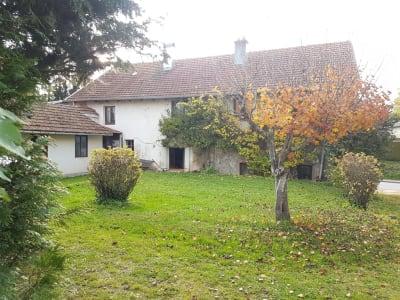 Maison de village avec très beaux volumes et dépendances
