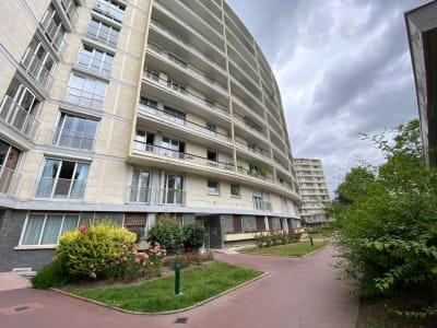 Appartement 2 pièces 54 m². 1er étage. Cave. Immeuble 1960