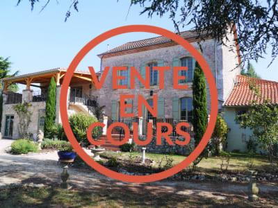 ANCIEN PRESBYTÈRE EN PIERRE - 10 pièces- 301 m²