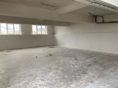 Local professionnel/stockage 88 m²