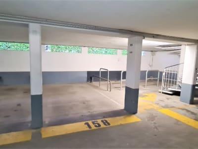 Parking couvert à la Marina baie des Anges