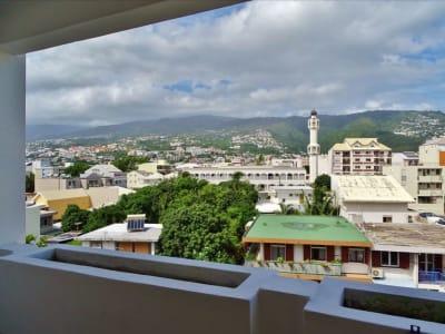 Grand studio avec balcon