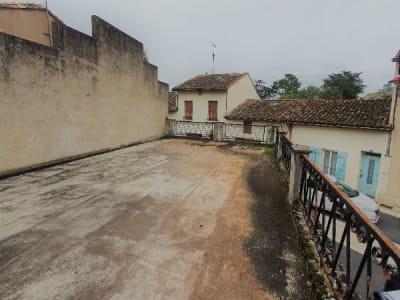 Plateau de 70 m2 cour de village