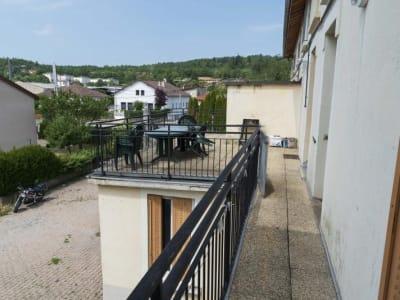 Oyonnax - 2 pièce(s) - 50.17 m2