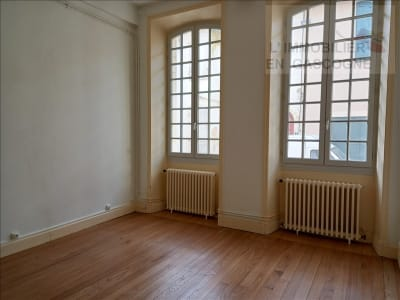 Auch - 1 pièce(s) - 36.89 m2