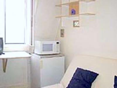 Joli petit studio meublé en dernier étage au calme