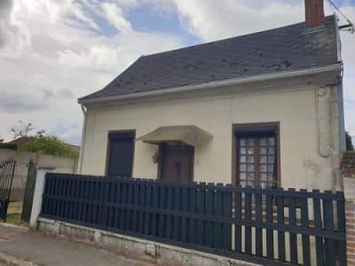 Maison de plain pied située dans un bourg tous commerces
