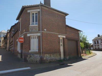 Maison située dans un bourg tous commerces