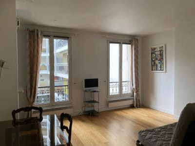 *** Rue Burnouf, grand studio ***