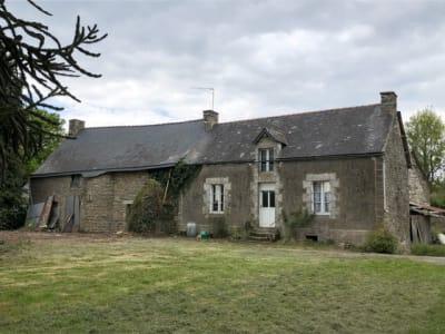 Cruguel, maison en pierres sur 4 hectares.