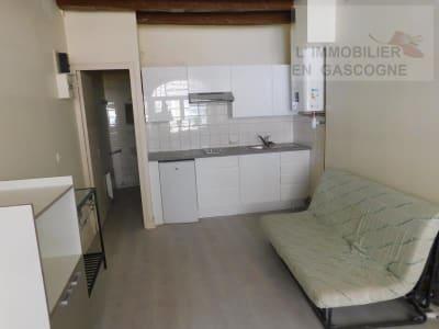 Auch - 1 pièce(s) - 23.81 m2