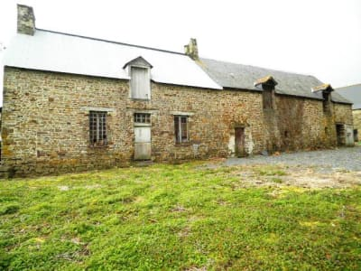 Anciennes maisons en pierres à rénover.